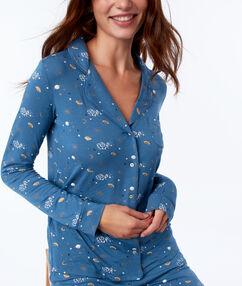 Chemise de pyjama à motifs bleu.