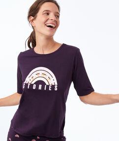 T-shirt à message violet.
