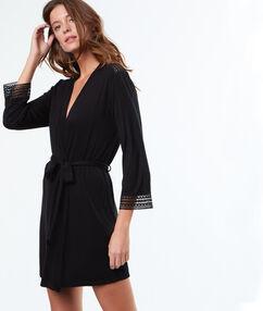 Kimono déshabillé doux et fluide noir.