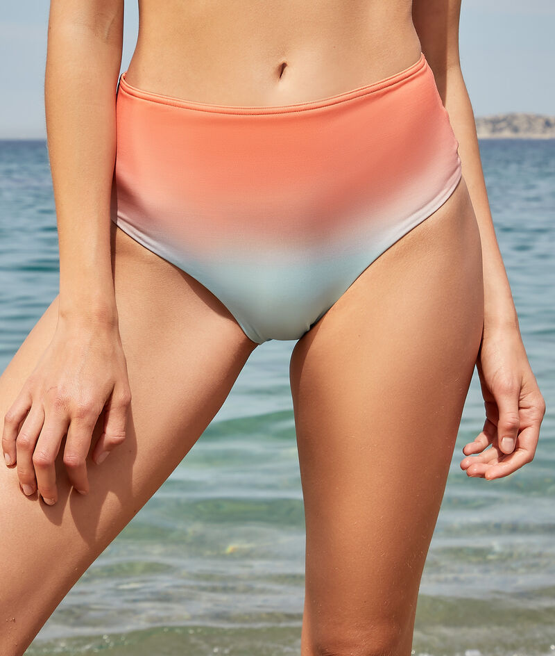 Surf-Shorty mit hoher Taille;${refinementColor}