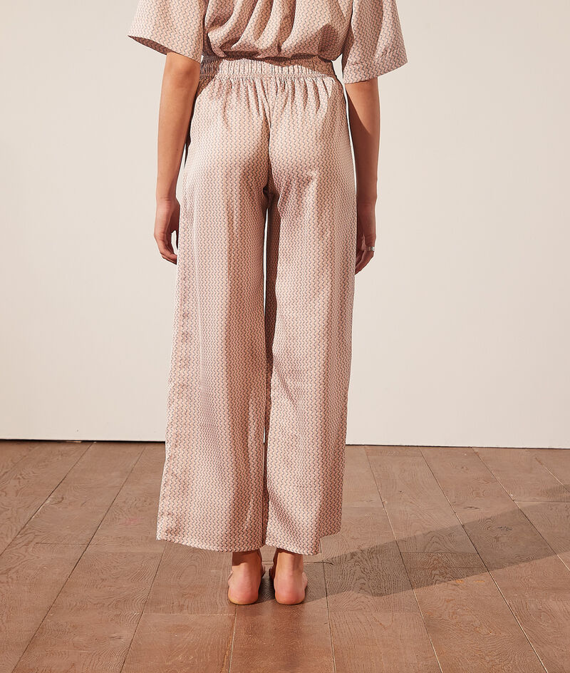 Seidig schimmernde Pyjamahose mit Print;${refinementColor}