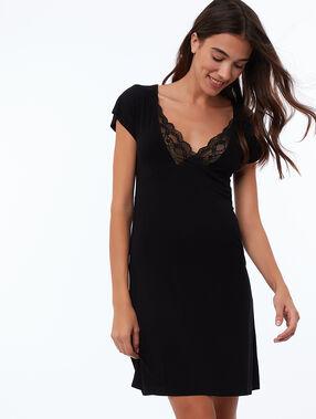 Ausgeschnittenes nachthemd aus spitze schwarz.