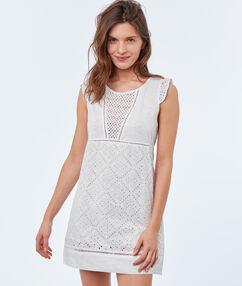 Chemise de nuit blanc.